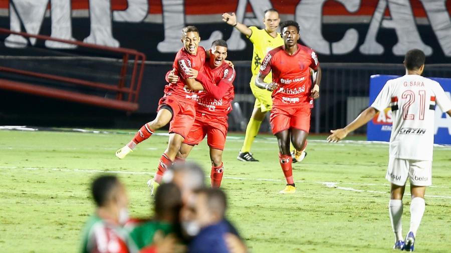 Botafogo-SP comemora gol contra o São Paulo na estreia do Paulistão - Marcello Zambrana/AGIF