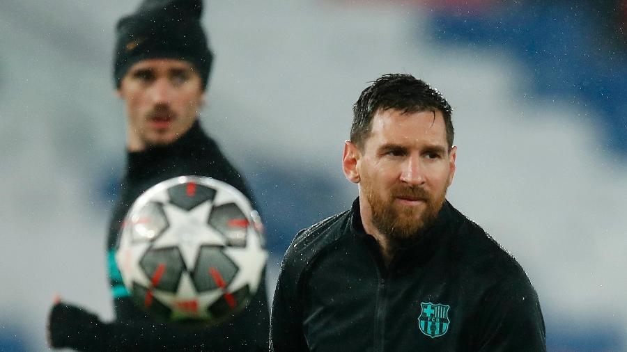 Lionel Messi durante aquecimento do Barcelona antes de duelo contra o PSG pela Liga dos Campeões 2020-21 - REUTERS/Gonzalo Fuentes