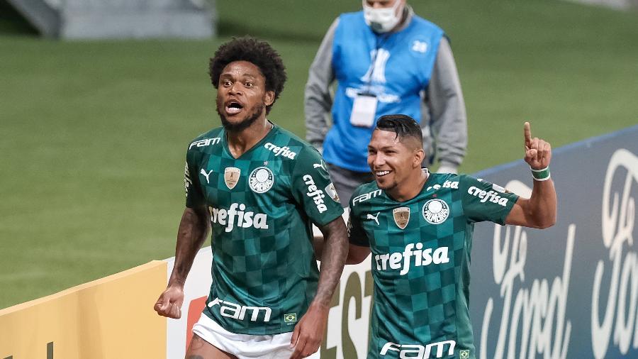 Luiz Adriano e Rony comemoram gol do Palmeiras contra o Independiente del Valle, no Allianz Parque - ESTADÃO CONTEÚDO