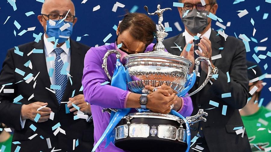 Rafael Nadal com o troféu do ATP 500 de Barcelona em 2021 - Divulgação/ATP