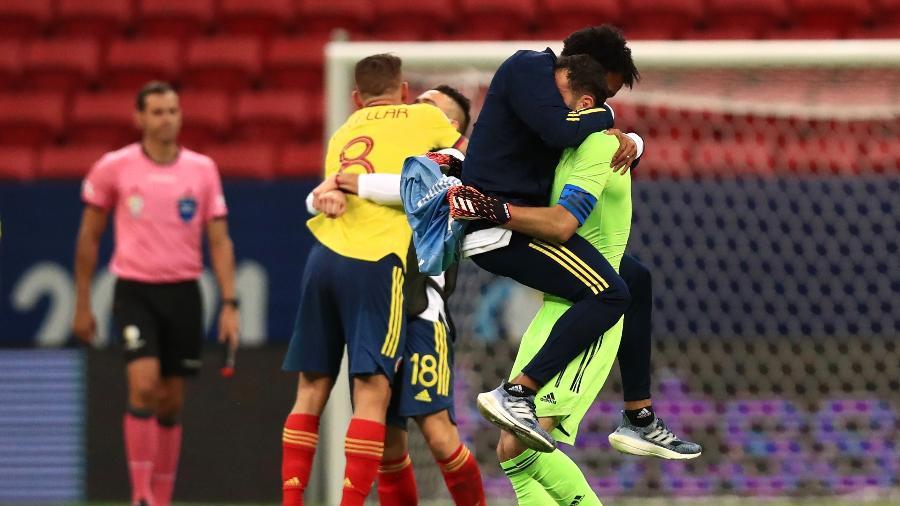 Jogadores da Colômbia comemoram após eliminar o Uruguai na Copa América - Buda Mendes/Getty Images