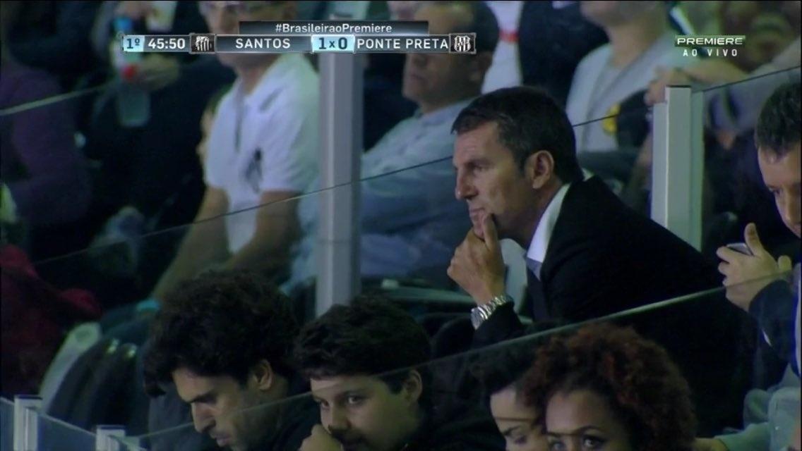 Robert Fernández, dirigente do Barcelona, acompanha jogo Santos x Ponte Preta na Vila Belmiro