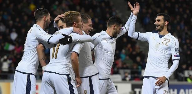 Seleção da Itália comemora gol sobre Liechtenstein em jogo das eliminatórias