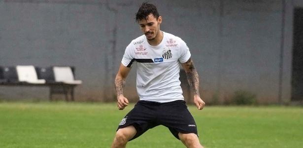 O lateral Zeca durante treino do Santos