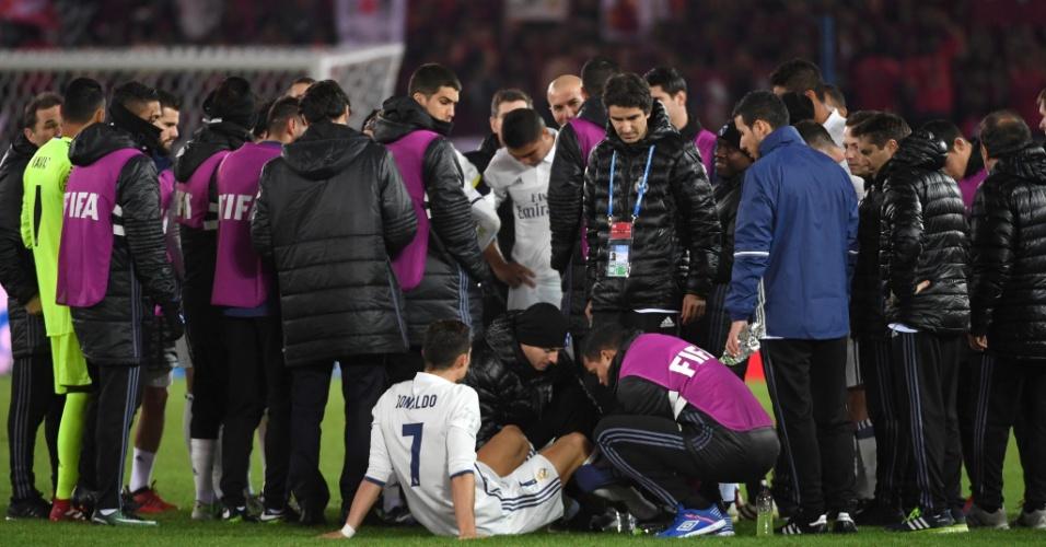 Cristiano Ronaldo se prepara para a prorrogação após empate por 2 a 2 no tempo normal