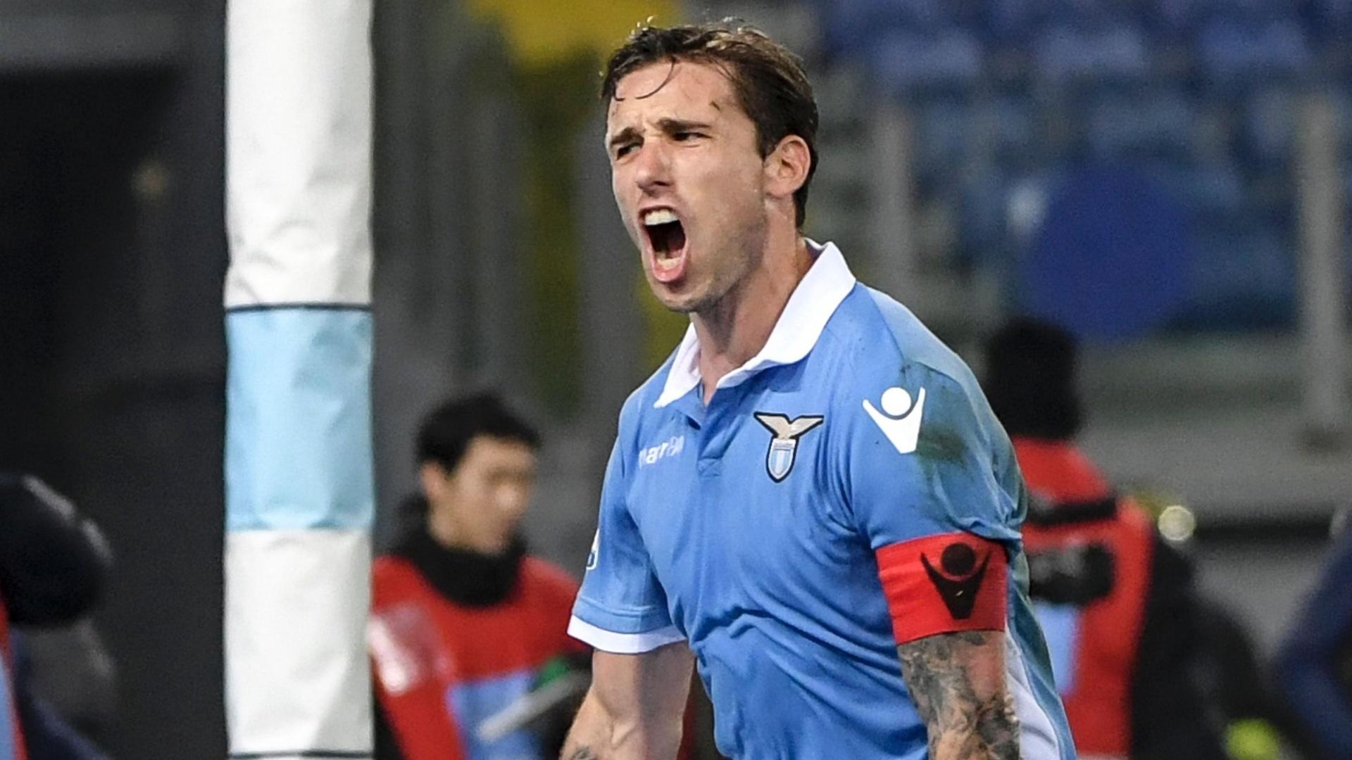 Lucas Biglia comemora o gol da Lazio contra o Milan