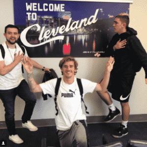 Antoine Griezmann, astro do Atlético de Madri, aproveitou as férias para acompanhar a série entre Cleveland Cavaliers e Boston Celtics, pela final da Conferência Leste da NBA - Reprodução/Instagram