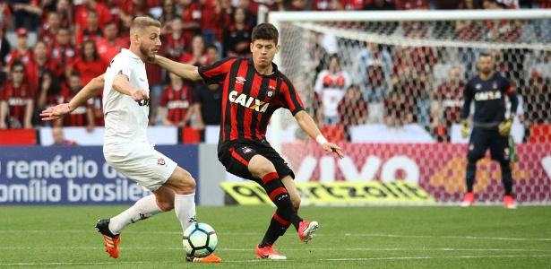 Lance do jogo entre Atlético-PR e Vitória, na Arena da Baixada