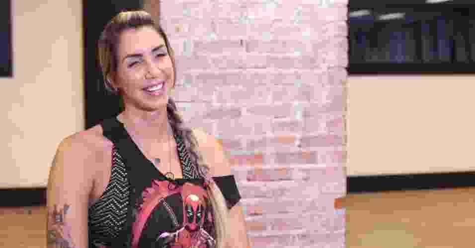 Thaisa dá entrevista para o UOL