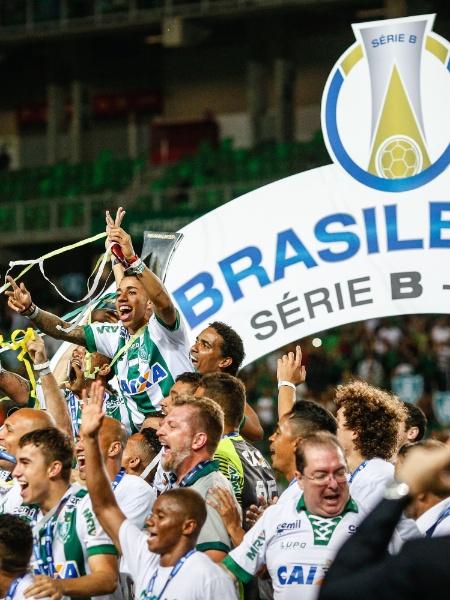 Jogadores do América-MG comemoram título da Série B do Campeonato Brasileiro - CRISTIANE MATTOS/FUTURA PRESS/FUTURA PRESS/ESTADÃO CONTEÚDO