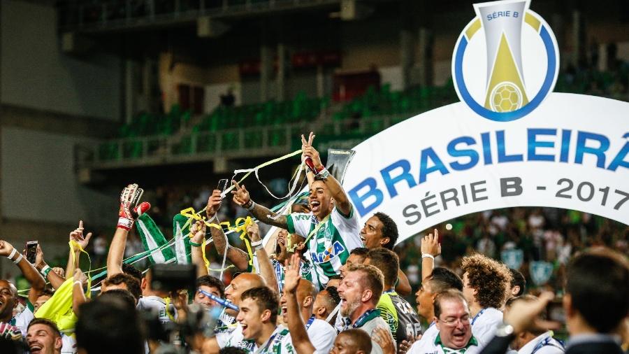 Jogadores do América-MG comemoram título da Série B do Campeonato Brasileiro de 2017 - CRISTIANE MATTOS/FUTURA PRESS/FUTURA PRESS/ESTADÃO CONTEÚDO