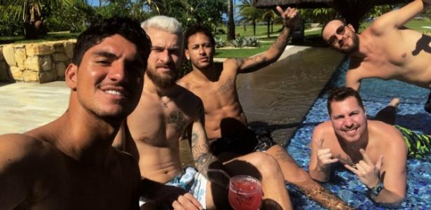 Neymar está na companhia de Gabriel Medina e Lucas Lima na Bahia