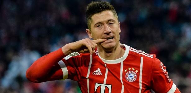 Lewandowski comemora após marcar pelo Bayern contra o Werder Bremen - Guenter Schiffmann/AFP