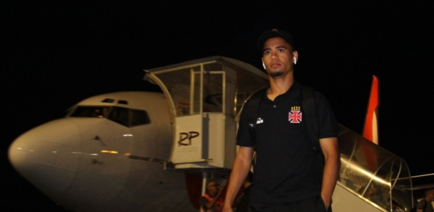 Yago Pikachu desembarca em Chapecó (SC) para a partida com a Chapecoense