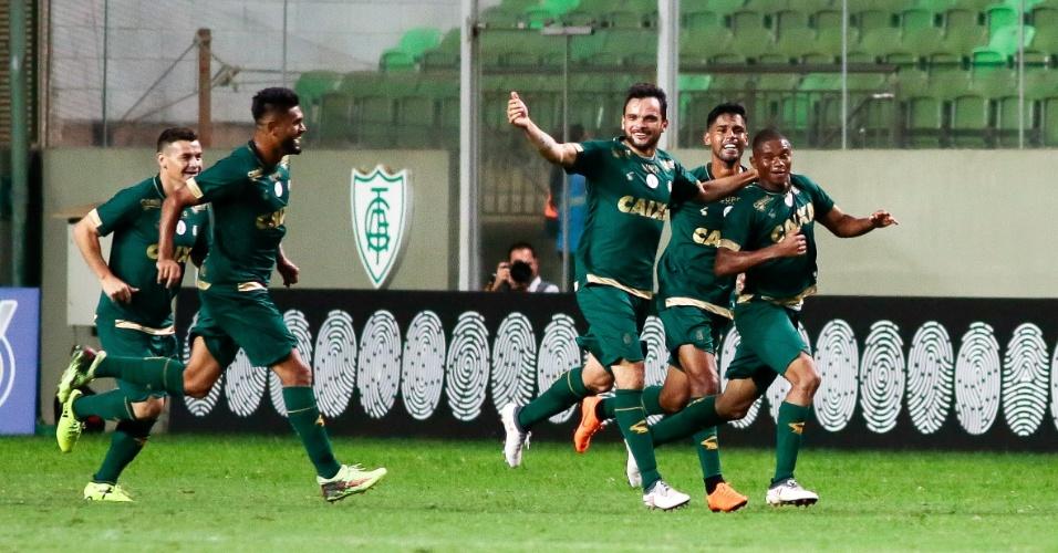 Jogadores do América-MG comemoram gol diante do Botafogo no Independência pelo Brasileiro