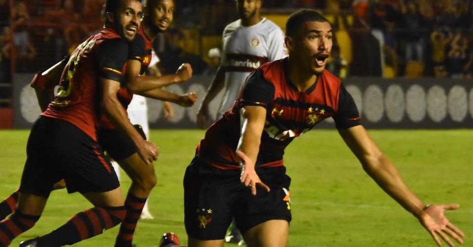 Adryelson comemora gol do Sport diante do Internacional