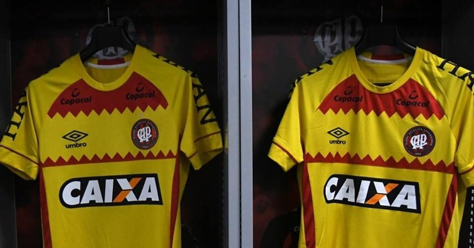 Atlético-PR entrou em campo contra o Botafogo com a camisa amarela eae1b634abcdc