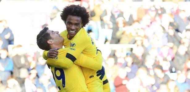 Willian marcou o terceiro gol do Chelsea contra o Burnley - Lindsey Parnaby/AFP