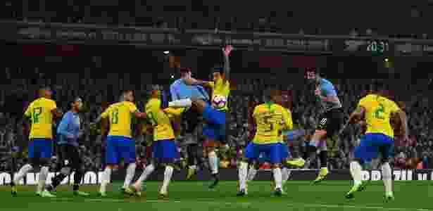 Marquinhos disputa - Mike Hewitt/Getty Images - Mike Hewitt/Getty Images