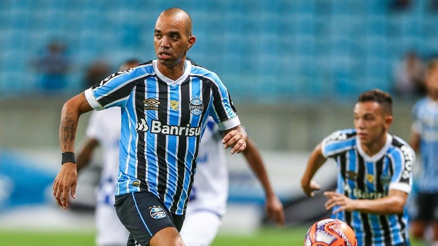 Diego Tardelli já jogou como meia-armador, extrema e treinou como centroavante no Grêmio - LUCAS UEBEL/GREMIO FBPA