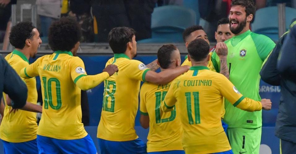 Seleção brasileira comemora classificação na Copa América