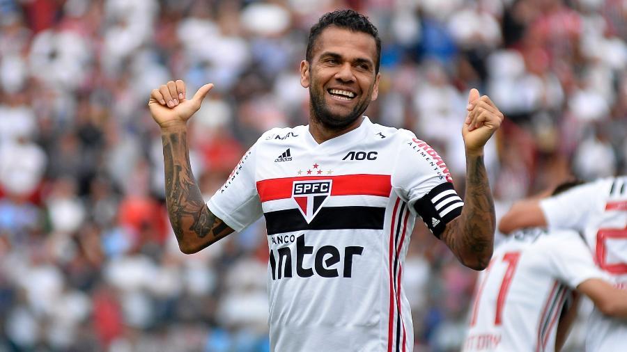 Daniel Alves comemora gol pelo São Paulo - Bruno Ulivieri/AGIF