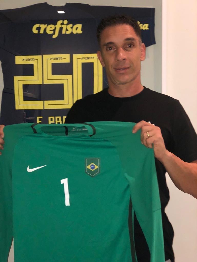 Fernando Prass doará camisa da seleção brasileira usada na comemoração do título das Olimpíadas de 2016