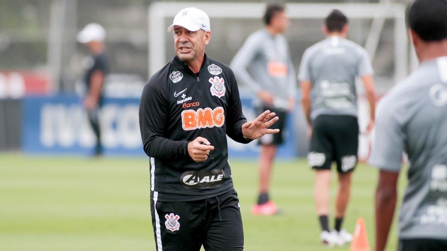Flávio Oliveira, preparador físico do Corinthians, durante atividade no CT Joaquim Grava - Rodrigo Coca/ Ag. Corinthians