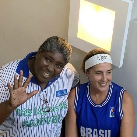 A ex-pivô Ruth ao lado de Magic Paula - Divulgação/CBB