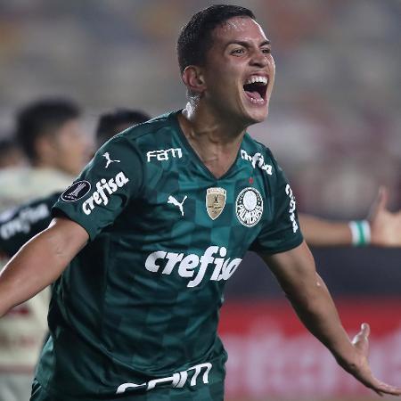 Zagueiro Renan comemora o gol da vitória do Palmeiras sobre o Universitário em Lima pela Libertadores - Raul Sifuentes/Getty Images