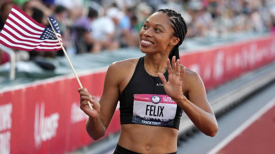 Allyson Felix celebra após terminar em segundo na corrida dos 400m na seletiva americana - Kirby Lee/USA TODAY Sports