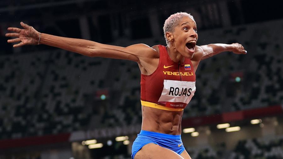 Yulimar Rojas celebra após conquistar a medalha de ouro nos Jogos Olímpicos de Tóquio - Hannah Mckay/Reuters