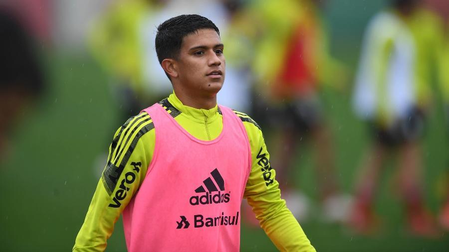 Gustavo Maia trabalha de olho em primeira chances pelo Inter - Ricardo Duarte/Inter