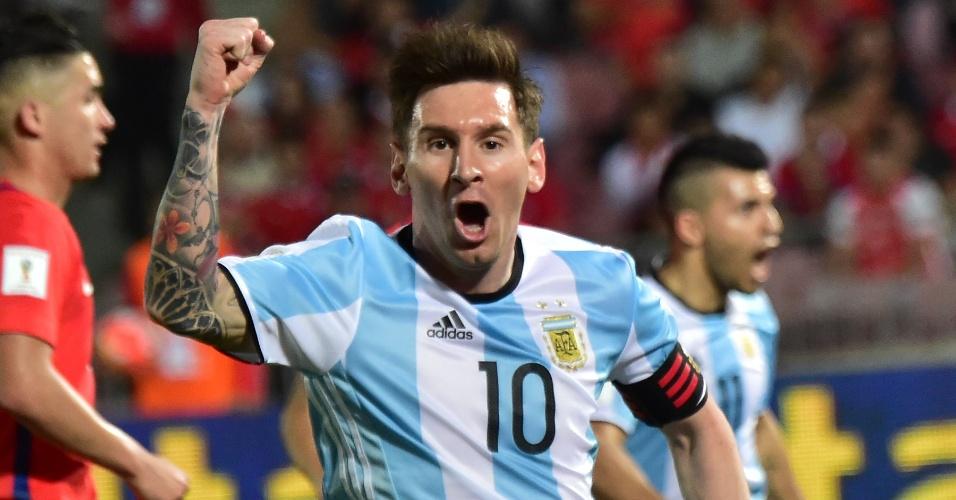 Messi comemora o gol de Mercado para a Argentina sobre o Chile