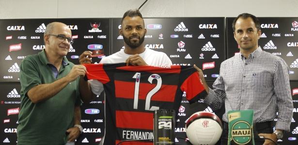 Fernandinho é apresentado pelo presidente Bandeira e pelo diretor Rodrigo Caetano