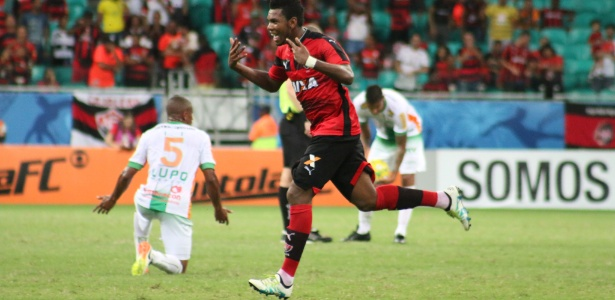 Marcelo festeja um dos gols do Vitória contra o América-MG