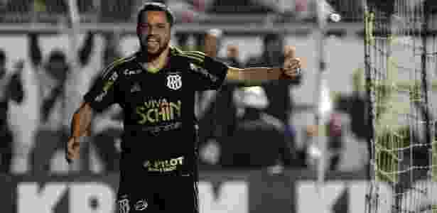 Felipe Azevedo marca gol da Ponte Preta - Daniel Vorley/AGIF - Daniel Vorley/AGIF