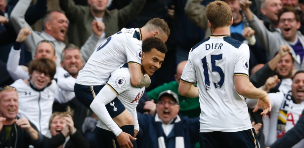 Dele Alli comemora gol marcado pelo Tottenham em jogo contra o Arsenal
