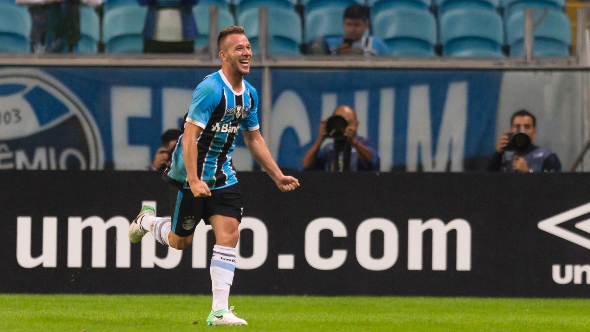 Arthur comemora gol do Grêmio contra o Fluminense