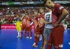 Atleta escorrega ao cobrar pênalti no futsal e Barça fica com vaga em final - Divulgação/ElPozo