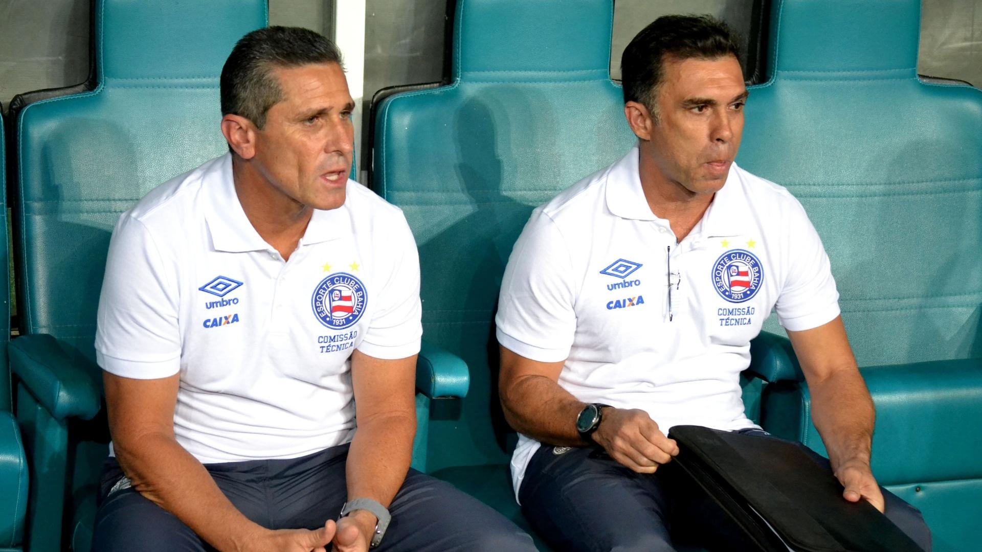 Técnico Jorginho acompanha partida Bahia x Atlético-GO pelo Campeonato Brasileiro