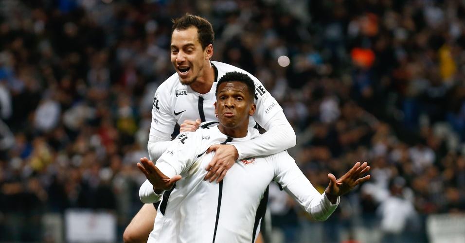 Jô comemora após abrir placar para o Corinthians contra o Botafogo