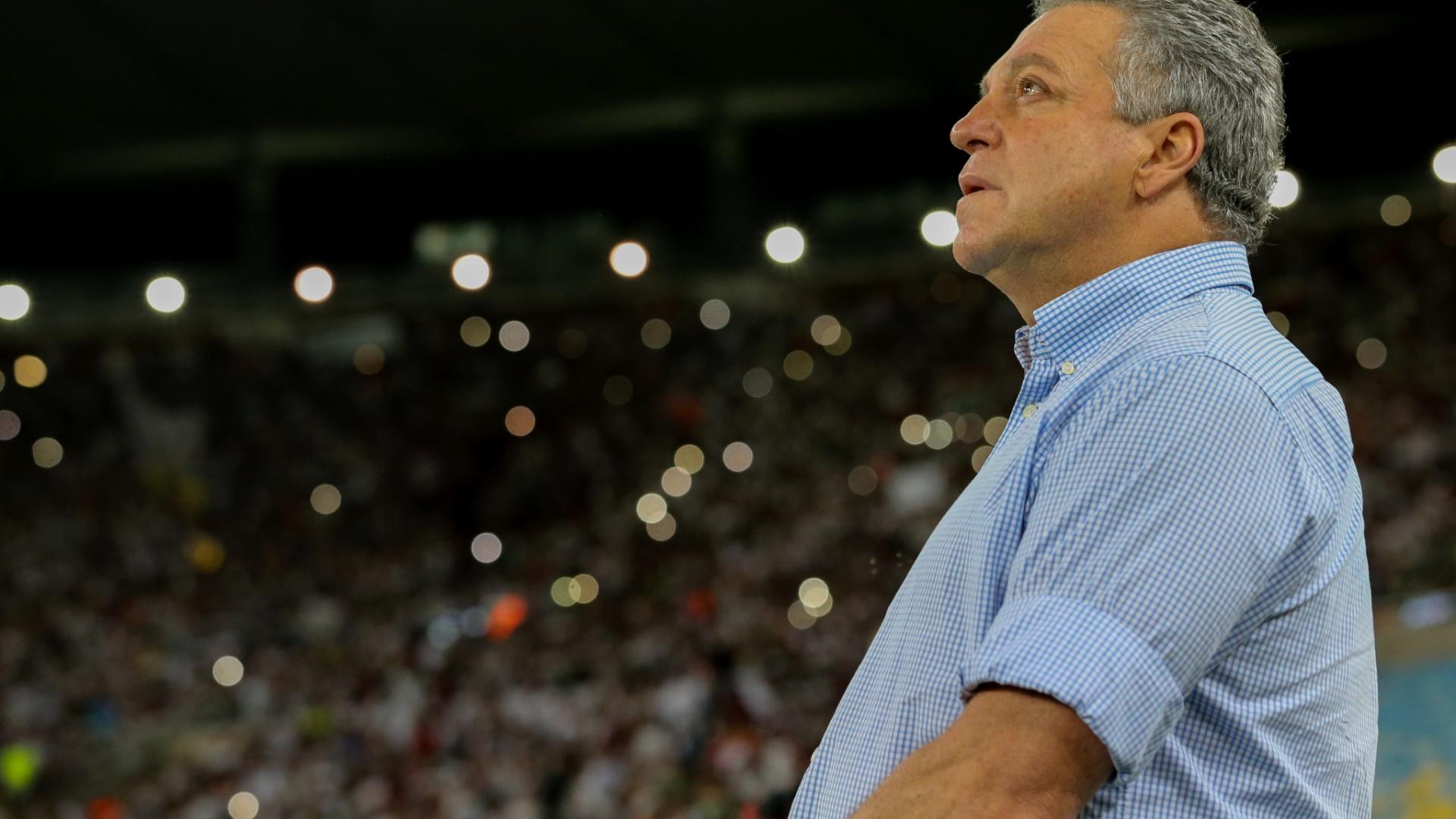 Técnico Abel Braga na partida Fluminense x Atlético-GO pelo Campeonato Brasileiro 2017