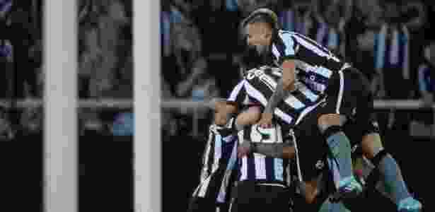 080dcecd01 Botafogo faz gols-relâmpago
