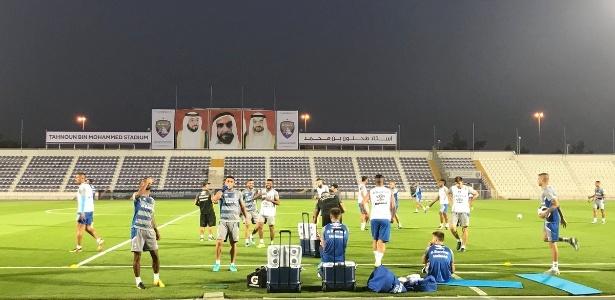 Jogadores do Grêmio trabalham no CT do Al Ain, primeiro treino para Mundial