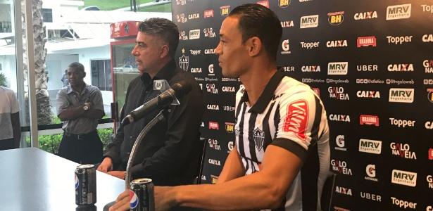 Ricardo Oliveira assinou contrato com o Atlético-MG por duas temporadas