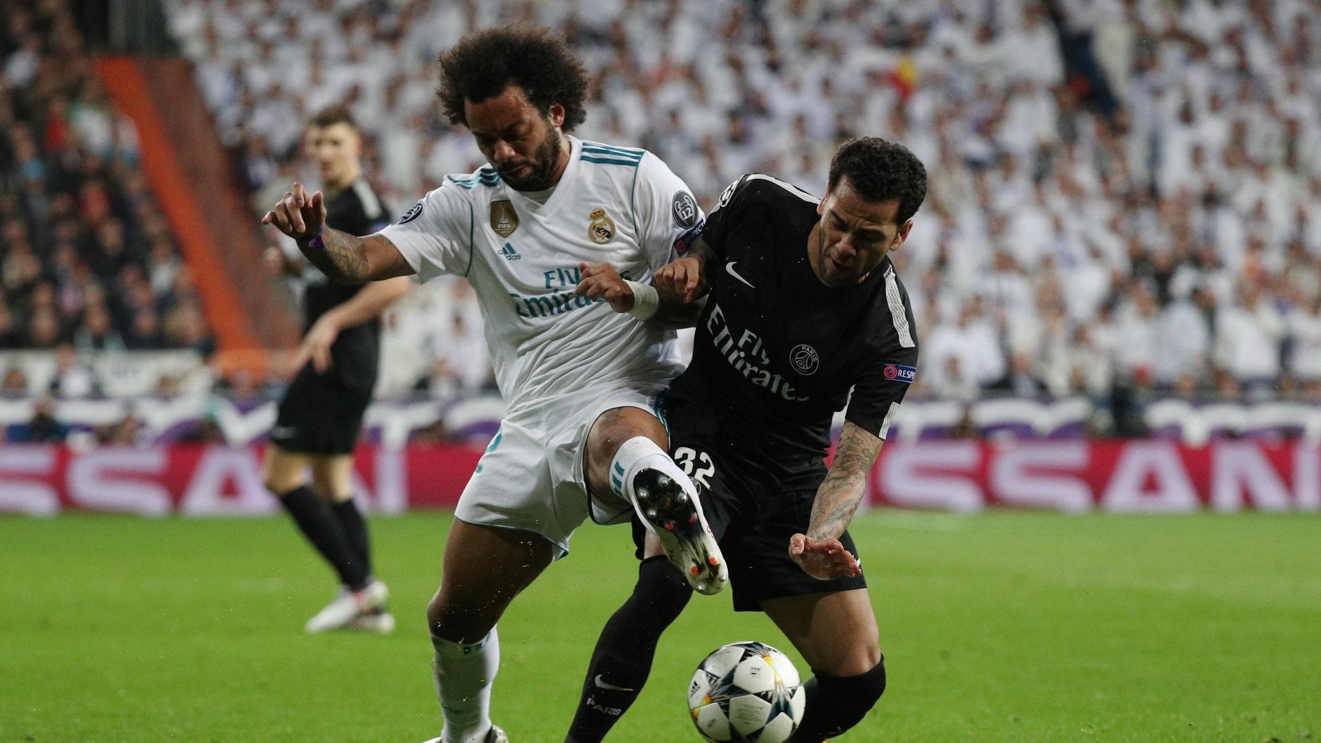 Marcelo e Neymar disputam a bola no jogo entre Real e PSG