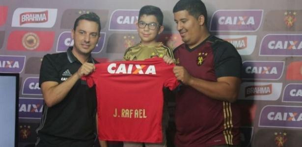 João Rafael, 7 anos, foi apresentado e treinou com o elenco