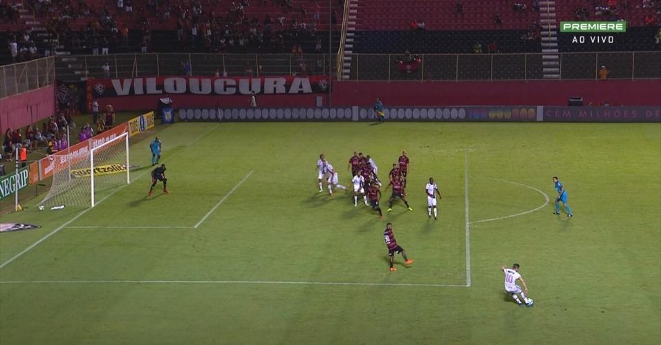 Em posição irregular, Willian Arão participa de gol do Flamengo
