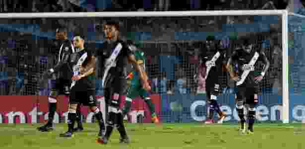 Jogadores do Vasco lamentam gol do Racing em jogo pela Libertadores - REUTERS/Agustin Marcarian